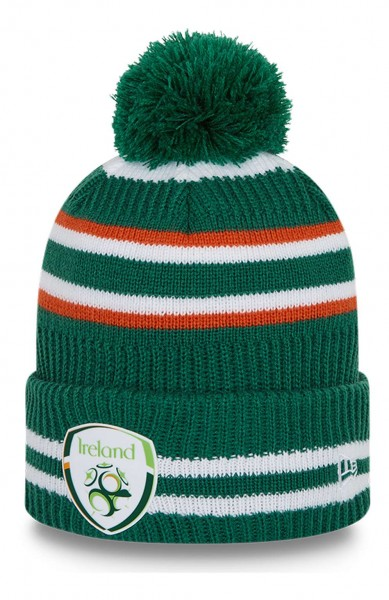 New Era - Football Association of Ireland Team Logo Sport Knit Beanie - Grün Ansicht vorne schräg links