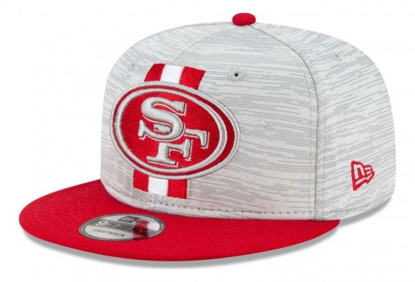 New Era - NFL San Francisco 49ers 2021 Training 9Fifty Snapback Cap - Grau-Rot Ansicht vorne schräg links