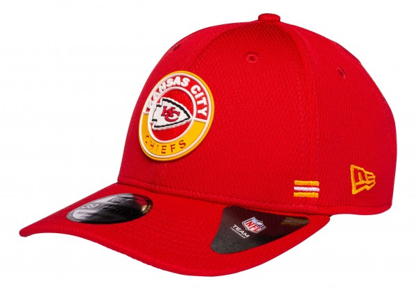 New Era - NFL Kansas City Chiefs OnField 2020 Sideline Road Alternative 39Thirty Stretch Cap - Rot Ansicht vorne schräg links
