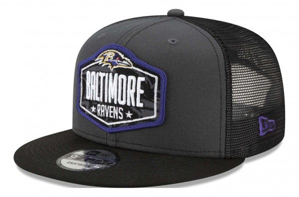 New Era - NFL Baltimore Ravens 2021 Draft 9Fifty Trucker Snapback Cap - Mehrfarbig Ansicht vorne schräg links