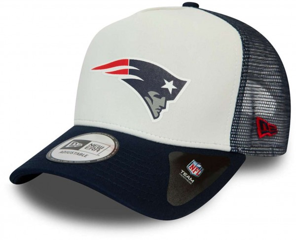 New Era - NFL New England Patriots Colour Block Trucker Snapback Cap - Blau-Weiß Ansicht vorne schräg links
