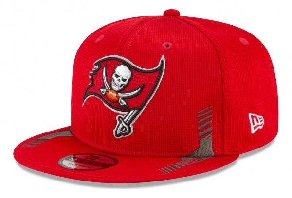 New Era - NFL Tampa Bay Buccaneers 2021 Sideline Home 9Fifty Snapback Cap - Rot Ansicht vorne schräg links