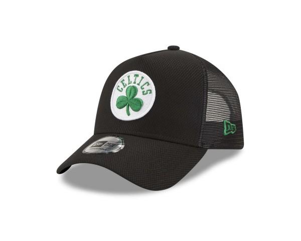 New Era - NBA Boston Celtics Black Base Trucker Snapback Cap - Schwarz Ansicht vorne schräg links