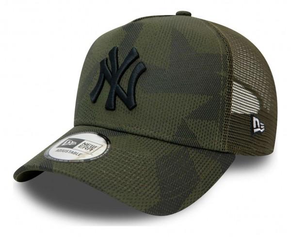 New Era - MLB New York Yankees Multi Camo Trucker Snapback Cap - Weiß Ansicht vorne schräg links