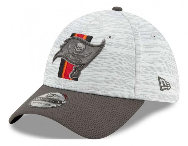 New Era - NFL Tampa Bay Buccaneers 20212 Training 39Thirty Stretch Cap - Grau-Rot Ansicht vorne schräg links