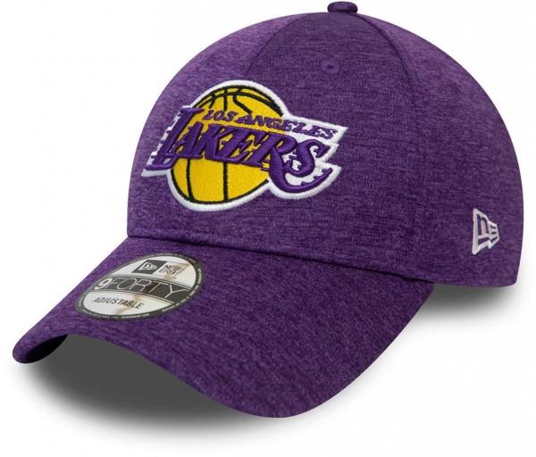 New Era - NBA Los Angeles Lakers Shadow Tech 9Forty Strapback Cap - Violett Ansicht vorne schräg links