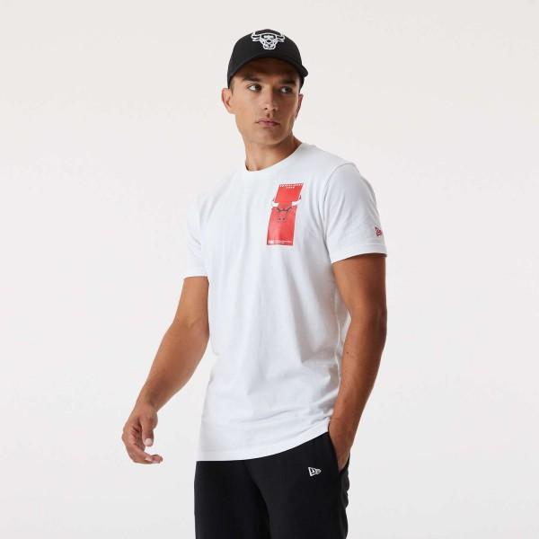 New Era - NBA Chicago Bulls Repeat Back Logo T-Shirt - Weiß Vorderansicht