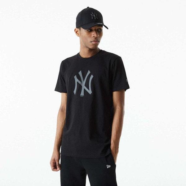 New Era - MLB New York Yankees Reflective Print T-Shirt - Schwarz Vorderansicht