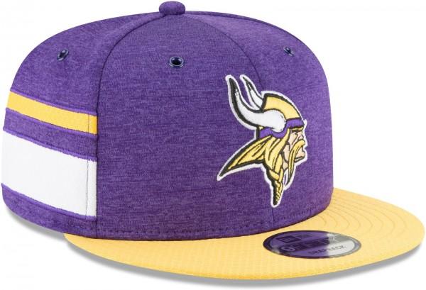 New Era - NFL Minnesota Vikings 2018 Sideline Home 9Fifty Snapback Cap - Violett schräg vorne rechts