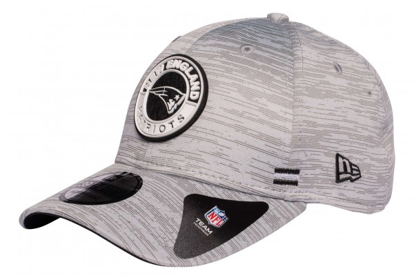 New Era - NFL New England Patriots OnField 2020 Sideline Road Alternative 39Thirty Stretch Cap - Grau Ansicht vorne schräg links