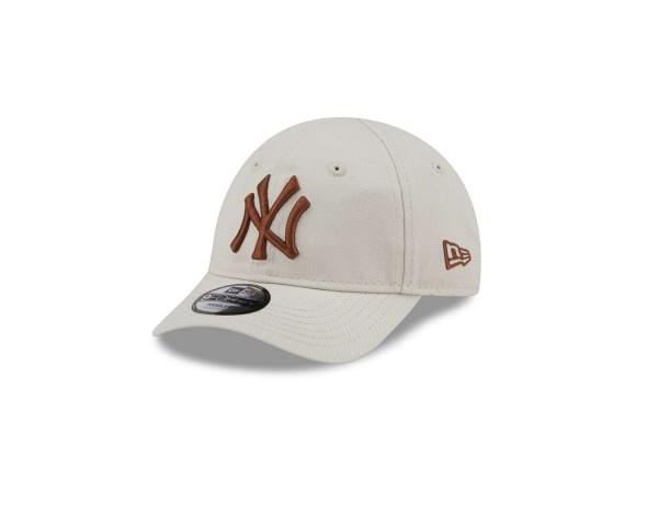 New Era - MLB New York Yankees League Essential 9Forty Kids Strapback Cap - Beige Ansicht vorne schräg links