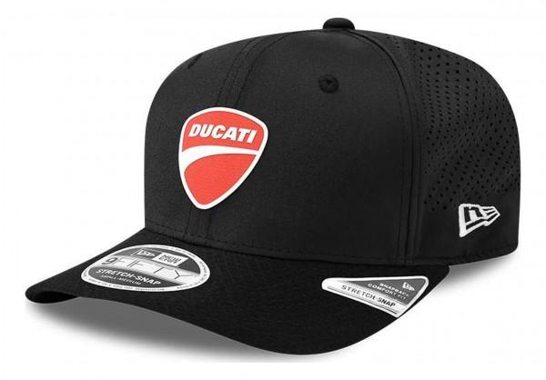 New Era - Ducati Badge 9Fifty Stretch Snapback Cap - Schwarz Ansicht vorne schräg rechts