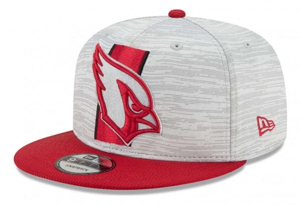 New Era - NFL Arizona Cardinals 2021 Training 9Fifty Snapback Cap - Grau-Rot Ansicht vorne schräg links