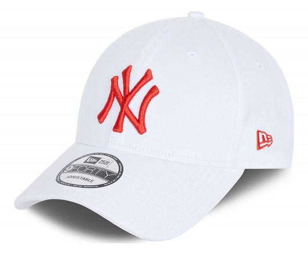 New Era - MLB New York Yankees League Essential 9Forty Strapback Cap - Weiß Ansicht vorne schräg links