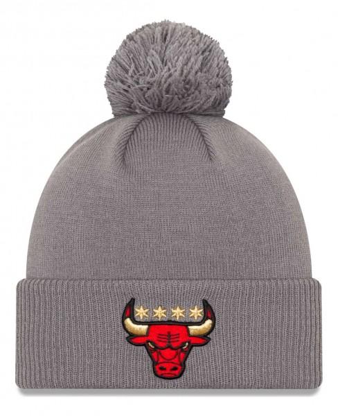 New Era - NBA Chicago Bulls 2020 City Series Alternate Knit Bobble Beanie - Grau Vorderansicht