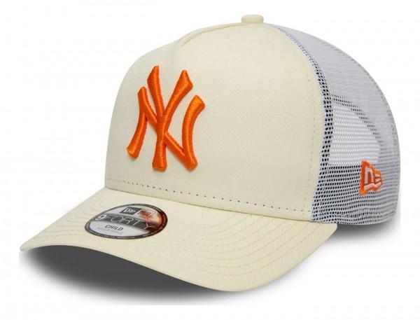 New Era - MLB New York Yankees League Essential Trucker Kids Snapback Cap - Schwarz Ansicht vorne schräg links