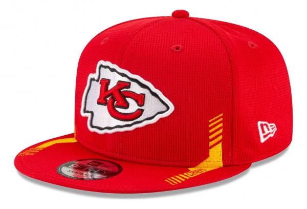 New Era - NFL Kansas City Chiefs 2021 Sideline Home 9Fifty Snapback Cap - Rot Ansicht vorne schräg links
