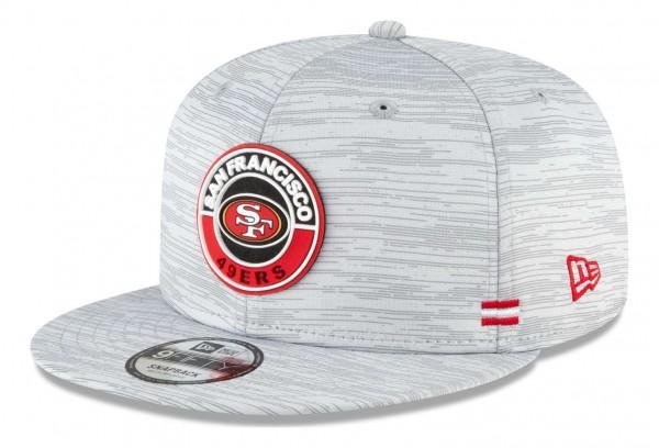 New Era - NFL San Francisco 49ers OnField 2020 Sideline Road 9Fifty Snapback Cap - Grau Ansicht vorne schräg links