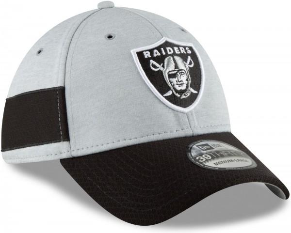 New Era - NFL Oakland Raiders 2018 Sideline Home 39Thirty Stretch Cap - Grau schräg vorne rechts