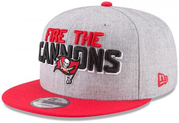 New Era - NFL Tampa Bay Buccaneers Draft 2018 On Stage 9Fifty Snapback Cap - Grau-Rot