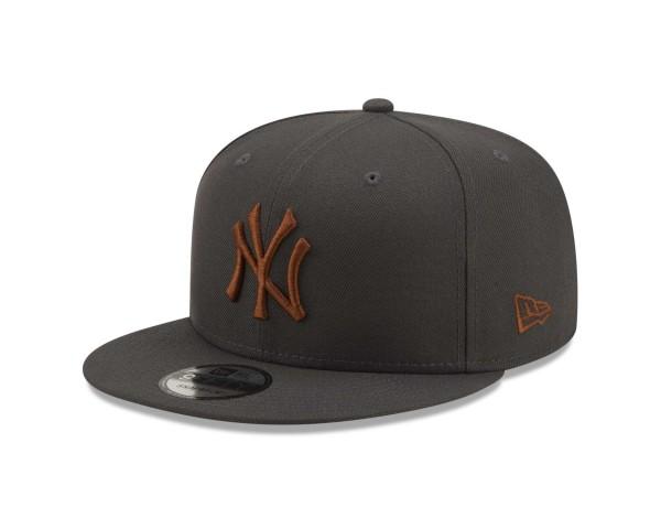 New Era - MLB New York Yankees League Essential 9Fifty Snapback Cap - Grau Ansicht vorne schräg links